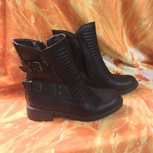 6 Dark brown buckled boots
